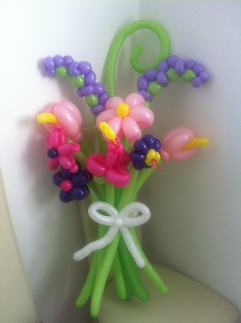 Balloon flower bouquet flickr photo sharing for Balloon decoration instructions