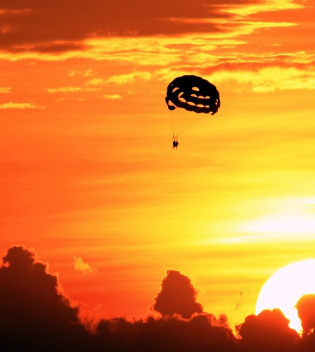 sunset silhouette interesting unitedstates florida line explore keywest harness twopeople cloudscape 44 parasailing parachute southflorida number22 goldensky bigsun adminfave explored sunsetwednesday wednesdaysunset quartasunset quartasunsetgroup bestposition113~122110 tandemparasailing overthesun~quartasunset44