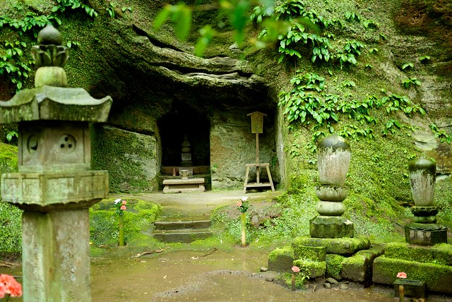 Yagura (cave tombs)