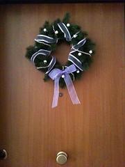 wheel(0.0), decor(1.0), christmas decoration(1.0), wreath(1.0),