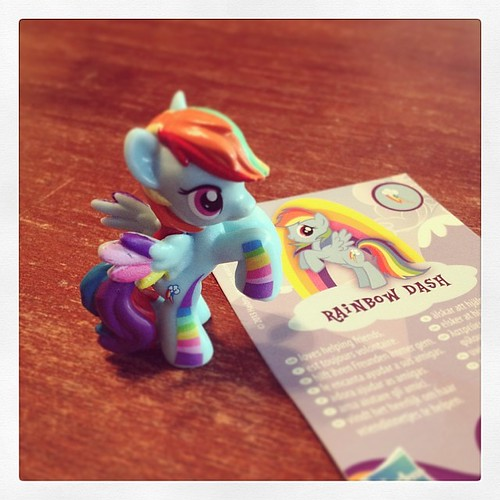#100happydays 14: There was three #mlp #wave9 #blindbags in supermarket. I bought one, apparently it was a good choice. <3 #friendshipismagic #rainbowdash #rainbowaccents