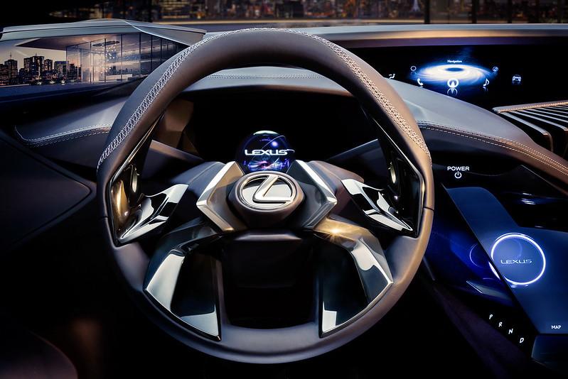 Фантастический руль Lexus UX