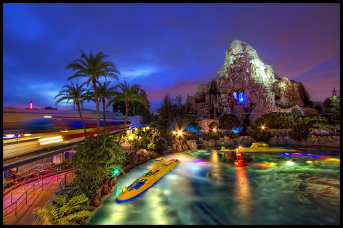 voyage night canon eos finding nemo disneyland disney submarine 7d matterhorn monorail efs 1022mm hdr