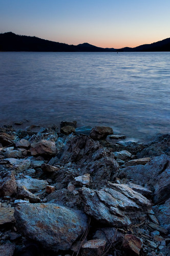 ca sunset water us solitude peaceful simple redding lowwater whiskeytown whiskeytownlake d90 quietude rockyshoreline nohdr nikoncpl induroakb2tripod
