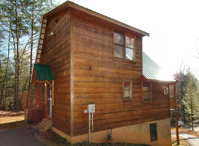 Exterior of this large pigeon forge cabin rental near for Large cabin rentals in tennessee
