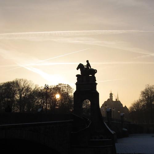 bridge sky silhouette statue sunrise canon himmel powershot reiter arrow brücke isar rider sonnenaufgang pfeil 0182 sx130 koaxial canonpowershotsx130is img1956a