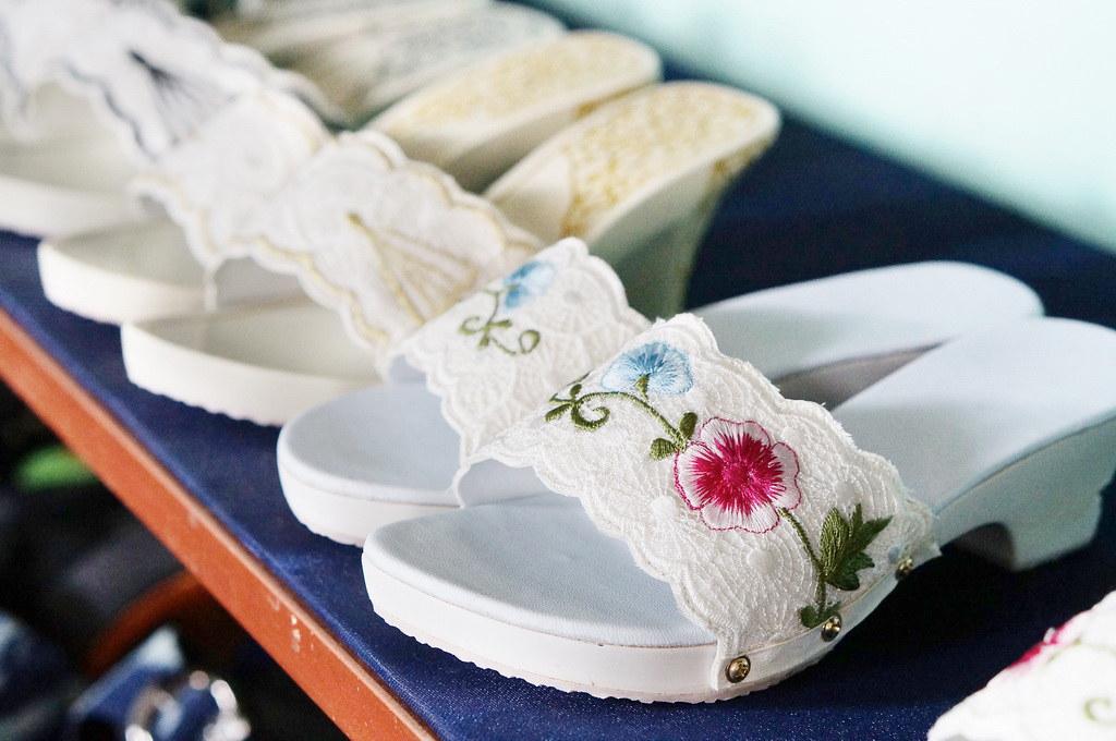 9.Kelom geulis dengan bentuk sepatu ( foto oleh Saphira Zoelkifar @ indohoy.com)