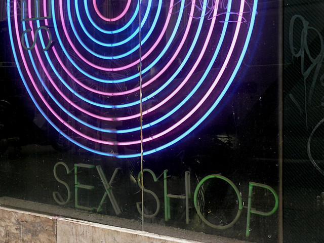 Polvo en el Sex Shop/A screw at the Sex Shop