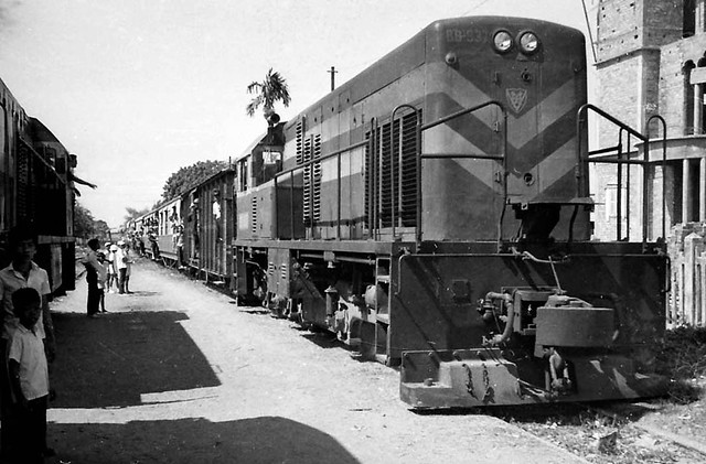 Passenger train, General Electric diesel, South Vietnam before 1975