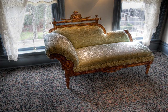 Fainting definition meaning for Small fainting couch