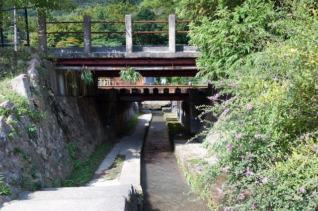 線路下の小径