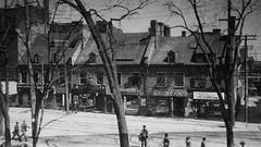 Vieux-Montréal, vers 1910. Coin Sud-Est des rues Notre-Dame et Saint-Vincent.
