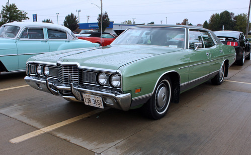 1972 Ford LTD 4-Door Sedan (2 of 9)
