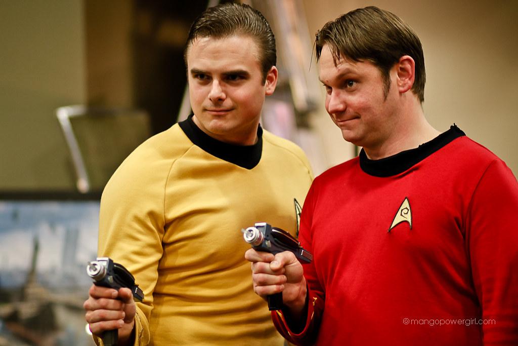 captain kirk & redshirt