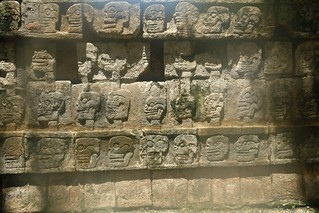 Calaberas Tzompantli [object object] - 5462076051 118f74304b n - Chichén Itzá, el gran vestigio de la civilización Maya