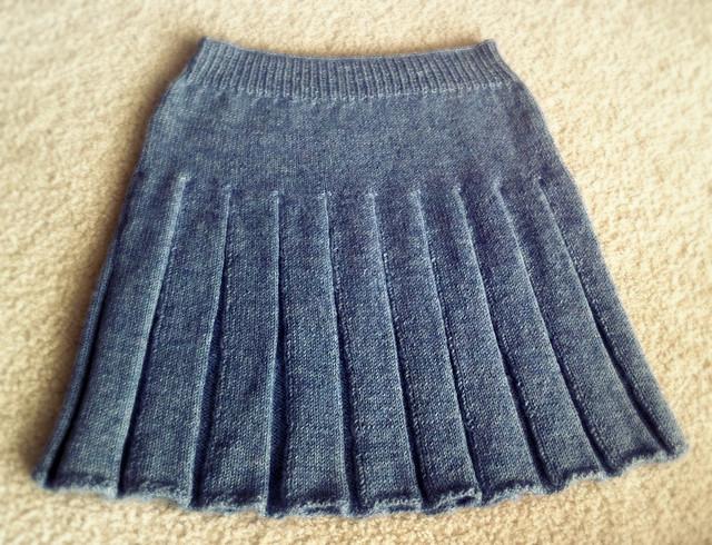 Вязаная юбка спицами для