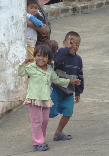 Kengtung-Temples-Enfants birmans (2)