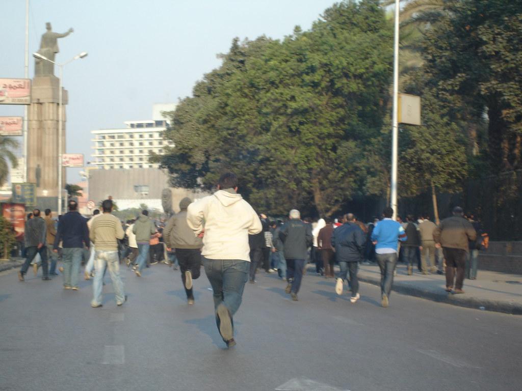 Protesters clash in Cairo's Tarhir Square