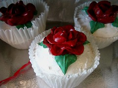 cake, flower, buttercream, whipped cream, cupcake, produce, sugar paste, food, cake decorating, cuisine, petal,
