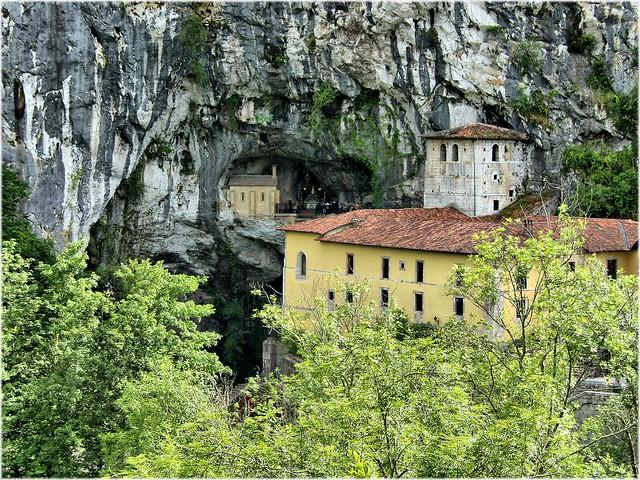 Covadonga, Asturias by Flickr CC Jose Luis Cernadas Iglesias