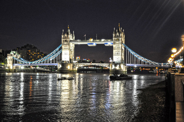 Tower bridge flickr photo sharing for Gradini del ponte curvi