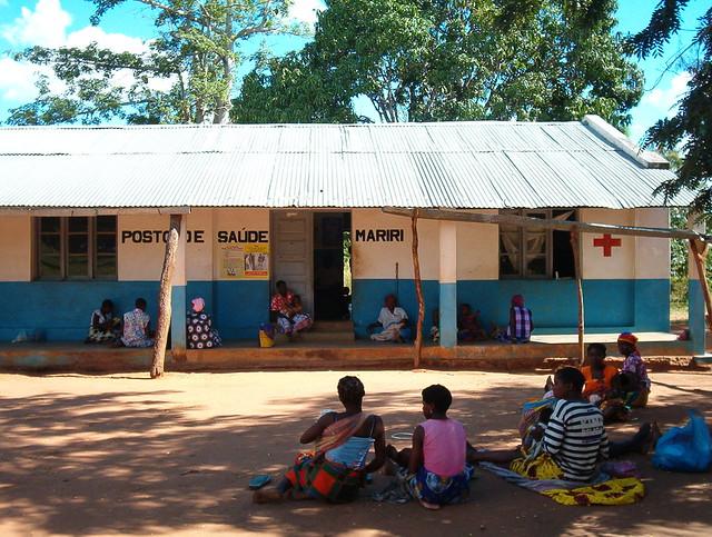Centro de salud en Mozambique, donde ONGAWA ha facilitado energía, agua y comunicaciones