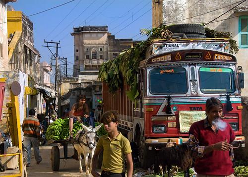 houses india traffic candid sightseeing streetphotography murals streetlife rajasthan jhunjhunu shekhawati pinted