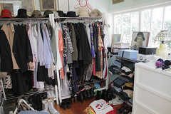 closet(0.0), furniture(1.0), boutique(1.0), room(1.0),