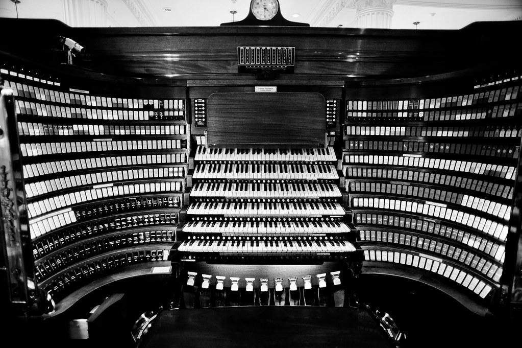 wanamaker organ keyboard console
