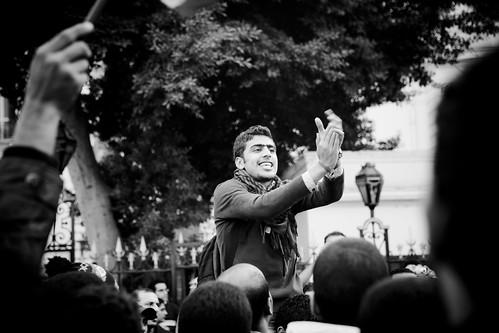 Revolutionaries besiege the parliament الثوار يحاصرون البرلمان