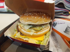 breakfast sandwich(0.0), sandwich(1.0), meal(1.0), lunch(1.0), breakfast(1.0), junk food(1.0), hamburger(1.0), food(1.0), whopper(1.0), dish(1.0), big mac(1.0), fast food(1.0), cheeseburger(1.0),