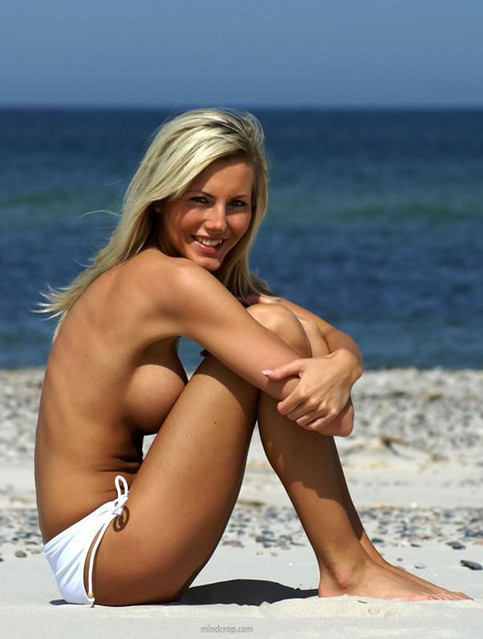 therajabell - girl-at-beach