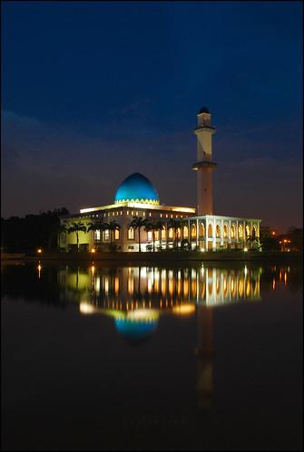 reflection digital landscape nikon nightscape mosque malaysia slowshutter masjid selangor bangi uniten nighshoot nikond80 photokedek masjiduniten mohdfahmi