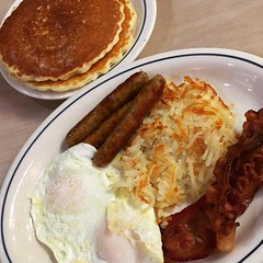 Since I couldn't wait for brunch, I hit my local I-Hop. The only thing missing from a proper English breakfast was beans 😕 #breakfast #eggs #hashbrowns #sausage #bacon #pancakes
