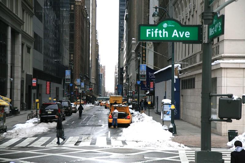 New York City, Manhattan : 5th Ave. / East 41st St.