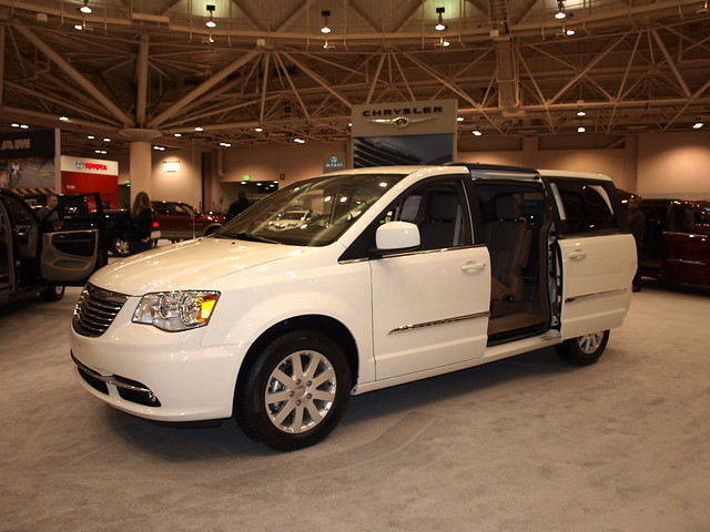 2011 Chrysler Town & Country 1