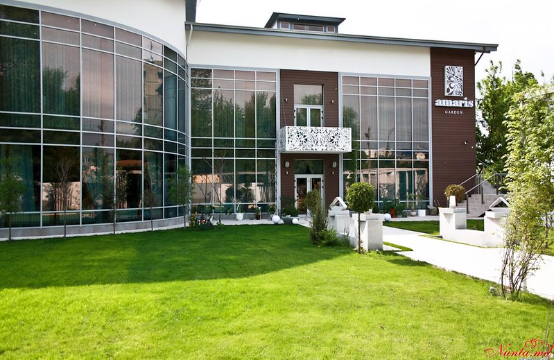 Restaurantul AMARIS Garden