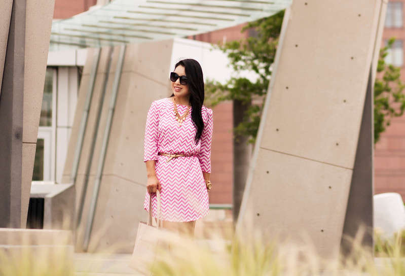 cute & little blog | petite fashion | white plum pink chevron shift dress | kate spade gold licorice pumps, gold statement necklace | spring outfit