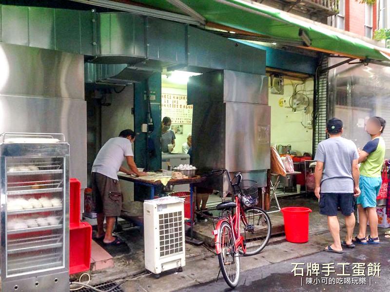【台北十大必吃早餐】台北北投區人氣排隊早餐,名不虛傳的石牌手工蛋餅,好吃呢!