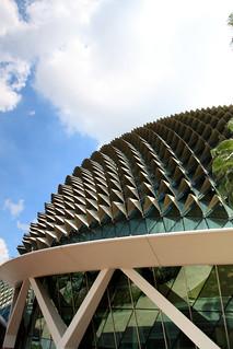 Esplanade Theatres जवळ सिंगापुर की छवि. singapore durian esplanadetheatre