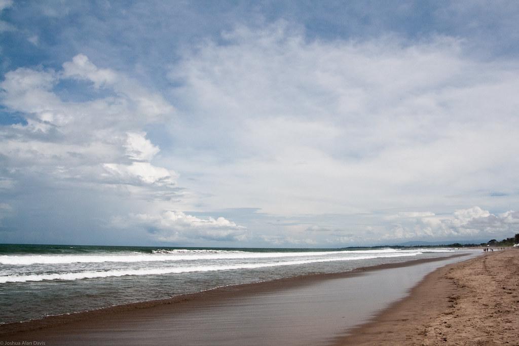 Пляж Семиньяк Бали