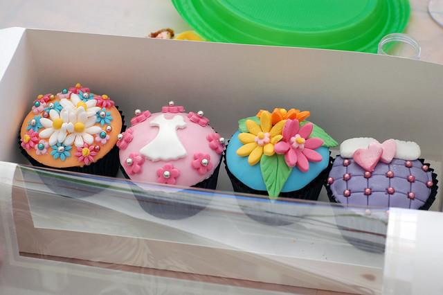alice in wonderland cupcake decorating party - Cupcake Decorating Party