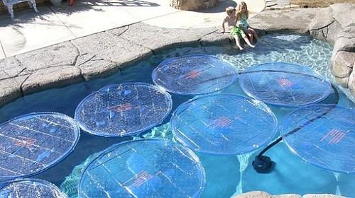 Coloridos paneles solares para decorar y calentar el agua de las piscinas y jacuzzis diario - Panales para piscina ...