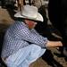 Pedro ordeñando las vacas - milking the cows; Los Parajes de Yécora, Sonora, Mexico por Lon&Queta