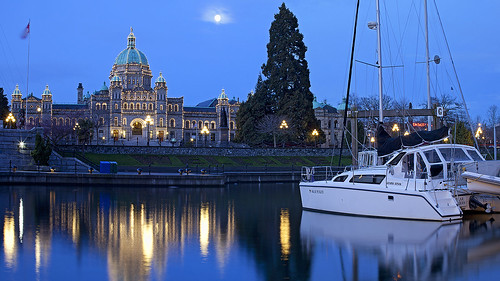 morning blue light sun moon canada reflection water vancouver canon dawn boat downtown bc walk britishcolumbia earlymorning parliament bluesky victoria vancouverisland bluehour stroll stitched moonset legislativebuildings silky innerharbour parliamentbuildings beforesunrise victoriaharbour legislative morningview downtownvictoria stitchshot silkywater canon50mmf12 canoneos5dmarkii 2shotstitch