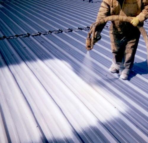 Revestimiento de espuma de poliuretano como aislante para - Aislante de calor para techos ...
