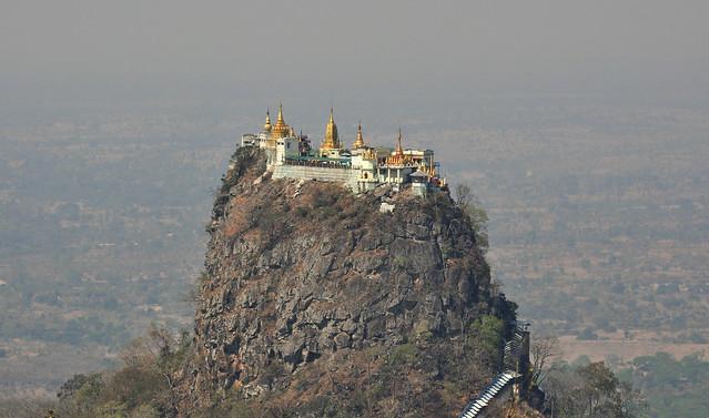 Templo de Popa Taung Kalat, Monte Popa. Birmania.