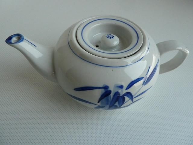 tetera blanca de porcelana china - teapot
