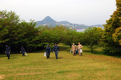 SASEBO, Japan (April 21, 2011) Sailors and Marines from the aircraft carrier USS Ronald Reagan (CVN 76) walk through Hizukushi Park while clearing litter near Sasebo Naval Base as part of a community service project (COMSERV). (U.S. Navy photo by Mass Communications Specialist 2nd Class Melissa Russell)