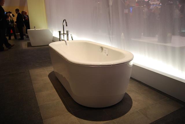 KBIS 2011 - TOTO bathtub